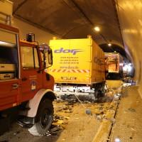 26-09-2014-a96-kohlbergtunnel-erkheim-stetten-lkw-unfall-schwer-rettungsdienst-polizei-feuerwehr-poeppel-new-facts-eu (7)
