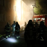 27-09-2014-memmingen-ruebezahlplatz-brand-mehrfamilienhaus-keller-brandstiftung-feuerwehr-poeppel-new-facts-eu (12)