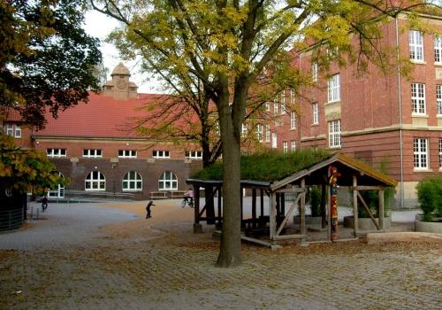Schulhof, über dts Nachrichtenagentur