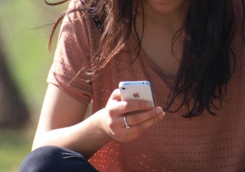 Smartphone-Nutzerin, über dts Nachrichtenagentur