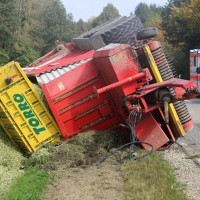05-10-2014-biberach-mettenberg-rot-unfall-traktor-toedlich-feuerwehr-poeppel-new-facts-eu002