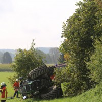 05-10-2014-biberach-mettenberg-rot-unfall-traktor-toedlich-feuerwehr-poeppel-new-facts-eu013