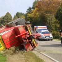 05-10-2014-biberach-mettenberg-rot-unfall-traktor-toedlich-feuerwehr-poeppel-new-facts-eu017