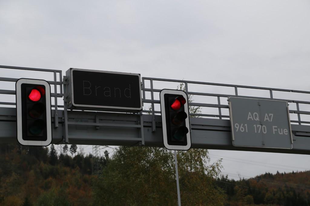 11-10-2014-ostallgaeu-a7-fuessen-tunnel-katastrophenschutz-feuerwehr-rettungsdienst-polizei-unfall-brand-bringezu-poeppel-new-facts-eu20141011_0073