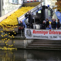 12-10-2014-memmingen-rotary-club-entenrennen-stadtbach-thw-poe-new-facts-eu20141012_0045