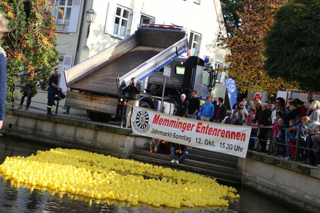 12-10-2014-memmingen-rotary-club-entenrennen-stadtbach-thw-poe-new-facts-eu20141012_0059