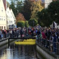 12-10-2014-memmingen-rotary-club-entenrennen-stadtbach-thw-poe-new-facts-eu20141012_0073