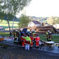 14-10-2014-unterallgaeu-zell-groenenbach-unfall-ueberschlag-feuerwehr-poeppel-new-facts-eu20141014_0007