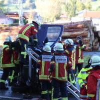 14-10-2014-unterallgaeu-zell-groenenbach-unfall-ueberschlag-feuerwehr-poeppel-new-facts-eu20141014_0014