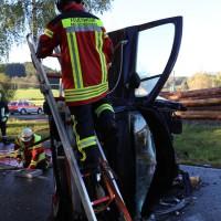 14-10-2014-unterallgaeu-zell-groenenbach-unfall-ueberschlag-feuerwehr-poeppel-new-facts-eu20141014_0049