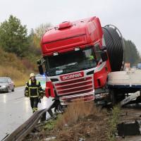 22-10-2014-a96-memmingen-aitrach-unfall-lkw-sattelzug-feuerwehr-polizei-poeppel-new-facts-eu20141022_0012
