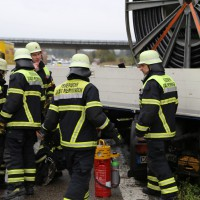 22-10-2014-a96-memmingen-aitrach-unfall-lkw-sattelzug-feuerwehr-polizei-poeppel-new-facts-eu20141022_0014