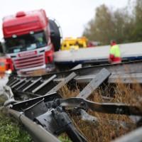 22-10-2014-a96-memmingen-aitrach-unfall-lkw-sattelzug-feuerwehr-polizei-poeppel-new-facts-eu20141022_0021