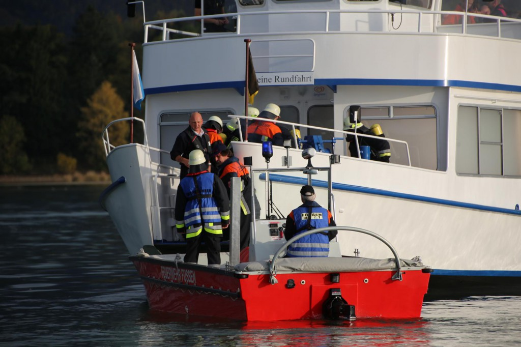 KAT Schutz-Ostallgäu-Oberallgäu-Füssem-Forggensee-THW-Feuerwehr-Rettungsdiest-Schiff-Brand-Wasserwacht-Verletzte-11.10.2014-Bringezu-new-facts (395)