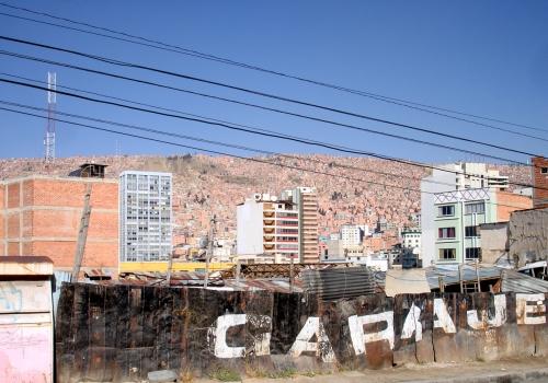 Stromleitung in Boliviens Hauptstadt La Paz, über dts Nachrichtenagentur