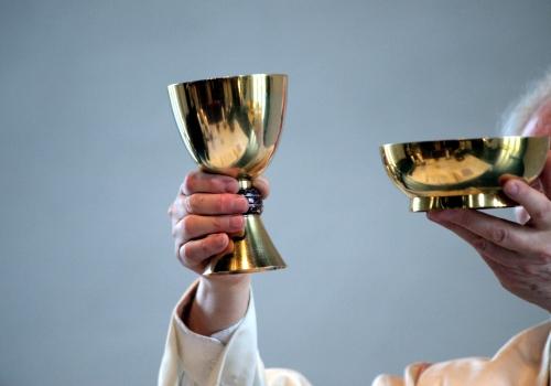 Katholischer Pfarrer in einer Messe, über dts Nachrichtenagentur