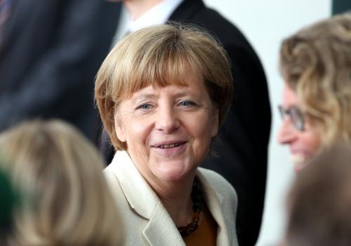 Angela Merkel mit Mitarbeitern, über dts Nachrichtenagentur