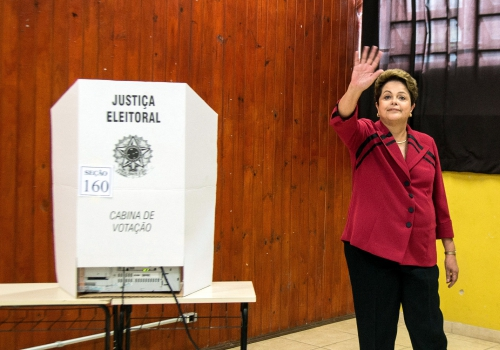 Dilma Rousseff am 05.10.2014 bei der Stimmabgabe, Marcelo Camargo/Agência Brasil, Lizenztext: dts-news.de/cc-by