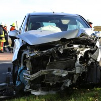 01-11-2014-b300-heimertingen-niederrieden-fellheim-unfall-schwerverletzte-feuerwehr-poeppel-new-facts-eu20141101_0006