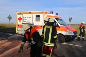 01-11-2014-b300-heimertingen-niederrieden-fellheim-unfall-schwerverletzte-feuerwehr-poeppel-new-facts-eu20141101_0011