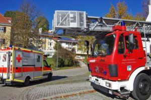 03-11-2014-guenzburg-thannhausen-brand-rauch-feuerwehr-seniorenheim-weiss3
