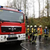 05-11-2014-b312-berkheim-biberach-lkw-unfall-pkw-bmw-schwer-sperrung-feuerwehr-gefahrgut-poeppel-new-facts-eu20141105_0006