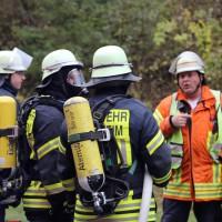 05-11-2014-b312-berkheim-biberach-lkw-unfall-pkw-bmw-schwer-sperrung-feuerwehr-gefahrgut-poeppel-new-facts-eu20141105_0009