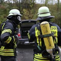 05-11-2014-b312-berkheim-biberach-lkw-unfall-pkw-bmw-schwer-sperrung-feuerwehr-gefahrgut-poeppel-new-facts-eu20141105_0016
