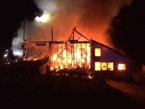 06-11-2014-lindau-opfenbach-bleichen-brand-bauernhof-landwirtschaftliches-anwesen-feuerwehr-raedler-new-facts-eu20141106_0001