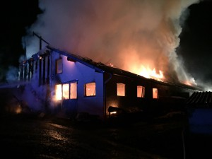 06-11-2014-lindau-opfenbach-bleichen-brand-bauernhof-landwirtschaftliches-anwesen-feuerwehr-raedler-new-facts-eu20141106_0004