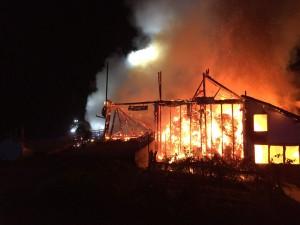 06-11-2014-lindau-opfenbach-bleichen-brand-bauernhof-landwirtschaftliches-anwesen-feuerwehr-raedler-new-facts-eu20141106_0005