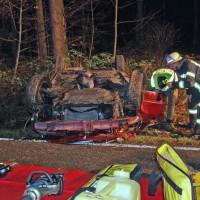 21-11-2014-guenzburg-krumbach-attenhausen-unfall-toedlich-18jahre-fahranfaenger-feuerwehr-weiss-new-facts-eu20141121_0002