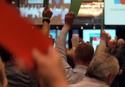Abstimmung auf dem Gründungsparteitag der