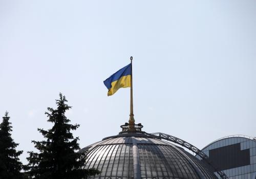 Ukrainische Flagge auf dem Parlament in Kiew, über dts Nachrichtenagentur