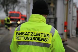 03-12-2014-unterallgaeu-stockheim-bad-woerishofen-lkw-unfall-schwer-feuerwehr-poeppel-new-facts-eu20141203_0021