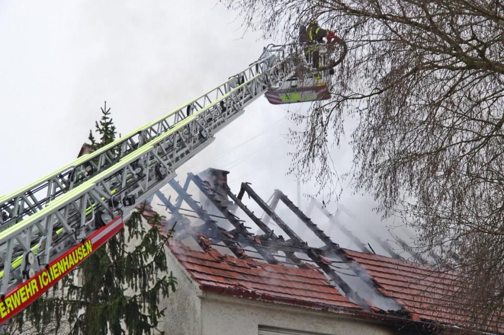 05-12-2014-guenzburg-hochwang-ichenhausen-brand-feuerwehr-weiss-new-facts-eu20141205_0002