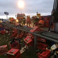 16-12-2014-a8-merklingen-lkw-unfall-bier-feuerwehr-zwiebler-new-facts-eu0017