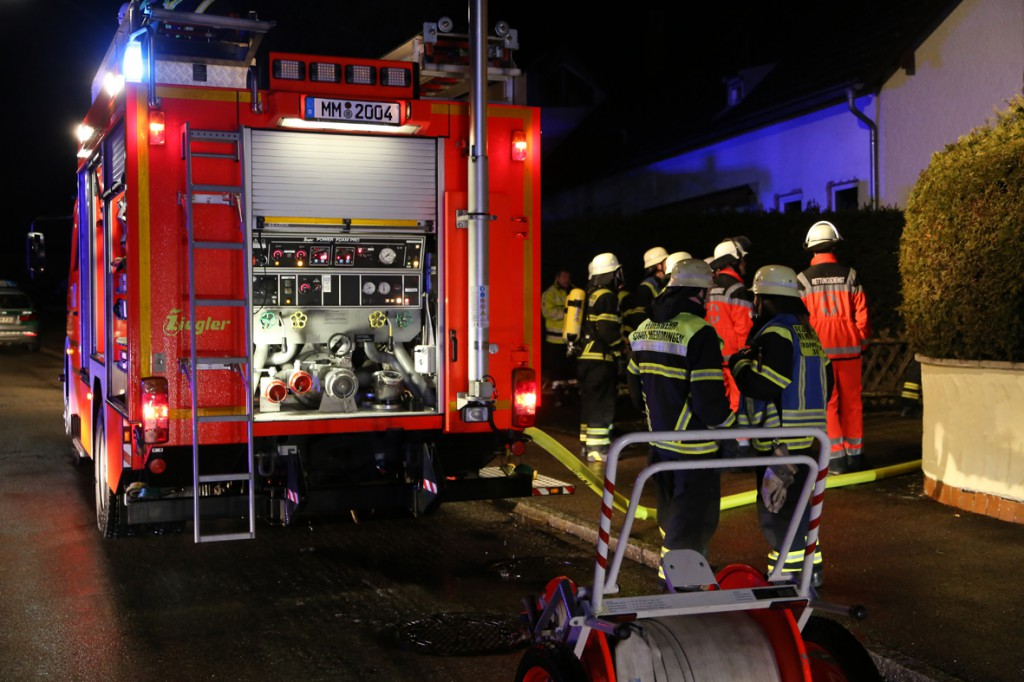 21-12-2014-memmingen-brand-garage-feuerwehr-poeppel-new-facts-eu0038