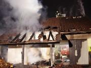 29-12-14_guenzburg-thannhausen-brand-garage-feuerwehr-weiss-new-facts-eu0002