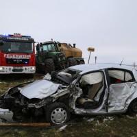 Pfaffenhausen/Schöneberg - Pkw gegen Traktor - 85-Jähriger stirbt an der Unfallstelle