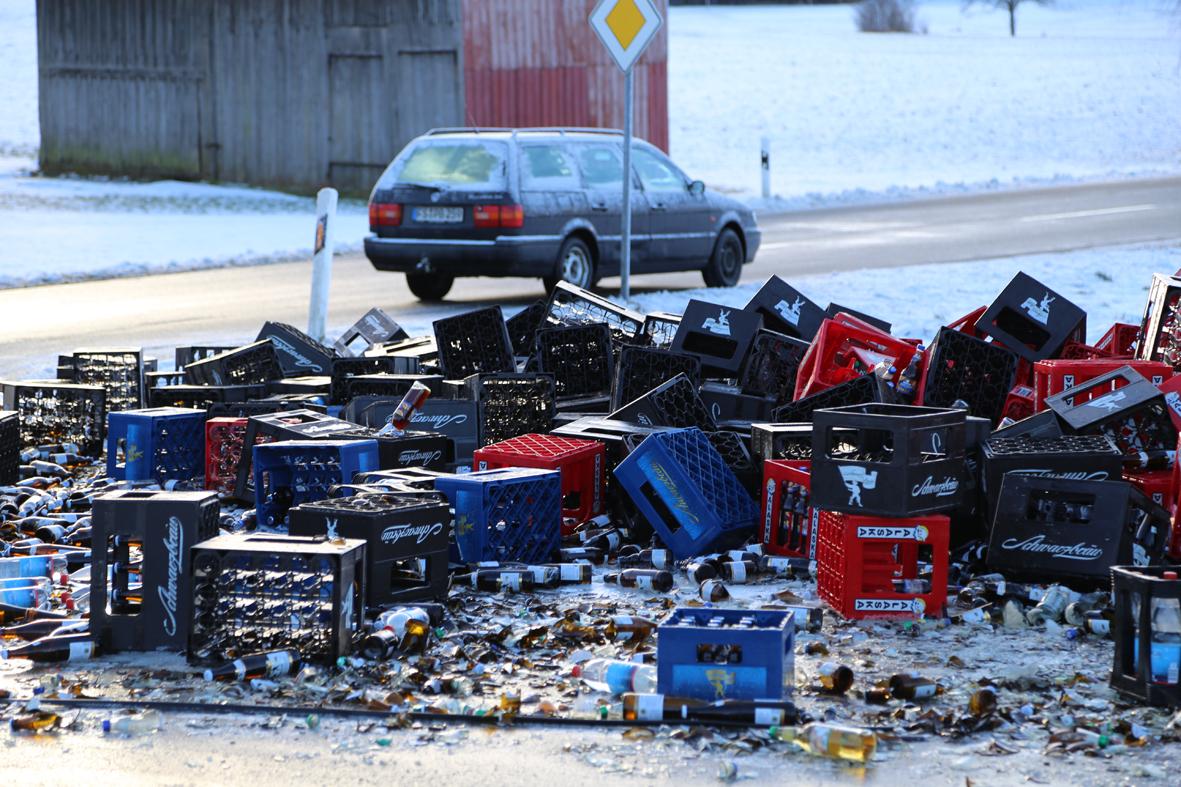 29-01-15_BY_Egg_Inneberg_Unterallgaeu_Bier-Lkw_Unfall_Poeppel_new-facts-eu0009