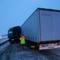 30-01-15_A7-Woringen_Lkw-Unfall_Schnee_Feuerwehr_Poeppel_new-facts-eu0002