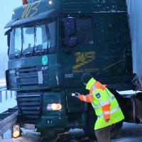 30-01-15_A7-Woringen_Lkw-Unfall_Schnee_Feuerwehr_Poeppel_new-facts-eu0003
