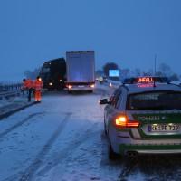 30-01-15_A7-Woringen_Lkw-Unfall_Schnee_Feuerwehr_Poeppel_new-facts-eu0010