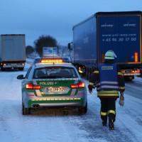 30-01-15_A7-Woringen_Lkw-Unfall_Schnee_Feuerwehr_Poeppel_new-facts-eu0025