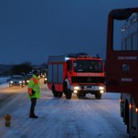 30-01-15_A7-Woringen_Lkw-Unfall_Schnee_Feuerwehr_Poeppel_new-facts-eu0026