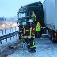 30-01-15_A7-Woringen_Lkw-Unfall_Schnee_Feuerwehr_Poeppel_new-facts-eu0039