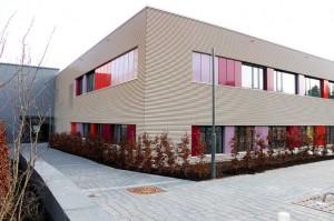 In dem Flachbau für 13,5 Millionen Euro befinden sich künftig die Kinderintensiv- und die Kinderdialysestation sowie Räume der Kinderchirurgie. Foto: Klinikum Memmingen