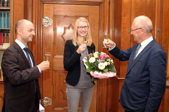 Stadt Memmingen - Oberbürgermeister begrüßt 42.000ste Memmingerin