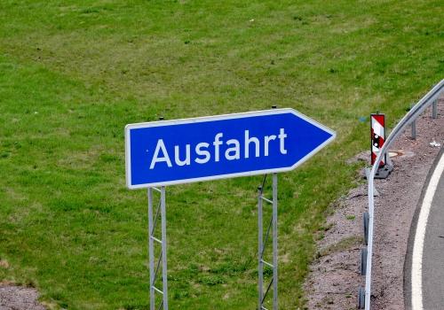 Ausfahrts-Schild an einer Autobahn, über dts Nachrichtenagentur